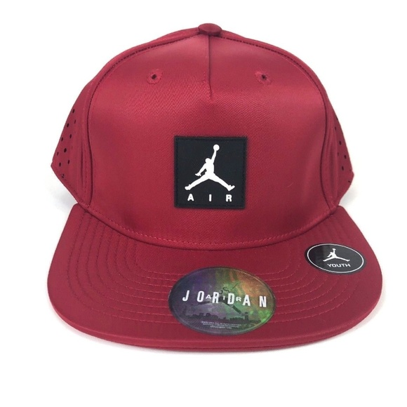 buy online 1fa3e cb170 Nike AIR JORDAN Youth Vapor SnapBack Red Hat
